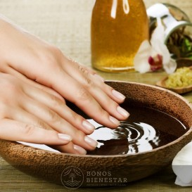 Voucher de Manicure Semipermanente no Spa Five Senses Granada
